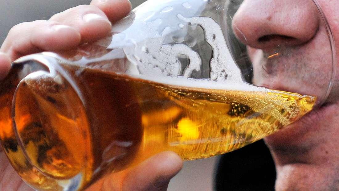 Die britischen Gesundheitsbehörden haben erstmals seit1995 ihre Ratschläge zum Alkoholgenuss überarbeitet.