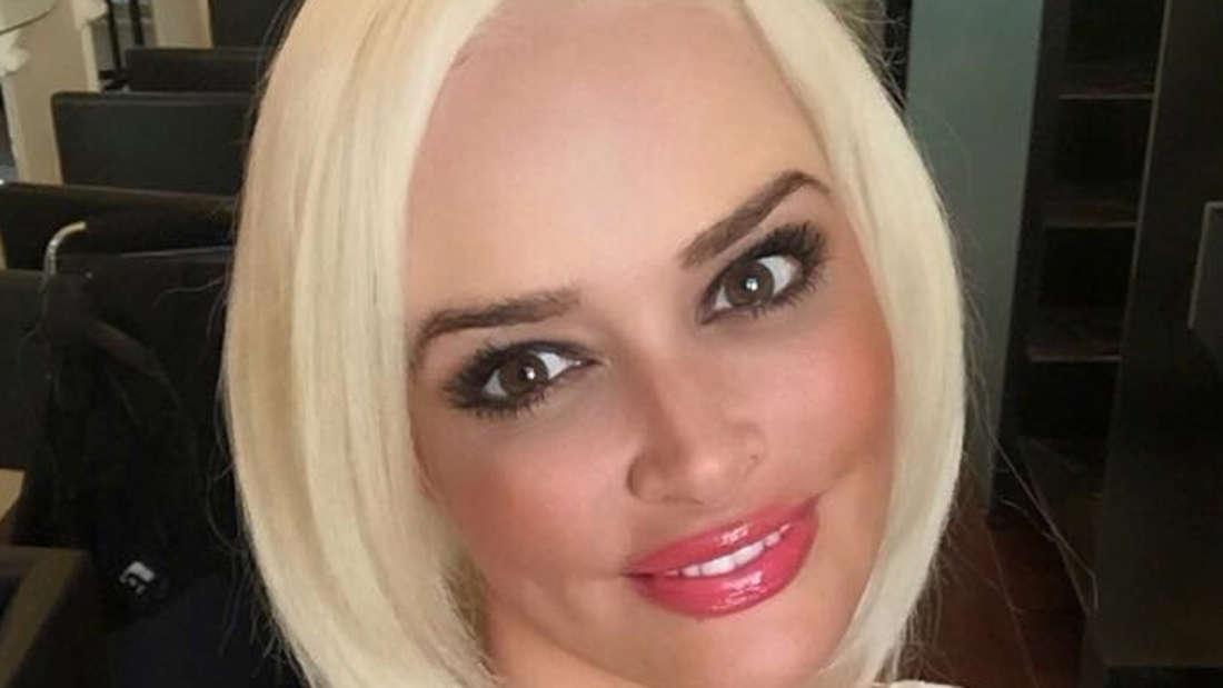 Daniela Katzenberger (29) im Friseursalon.