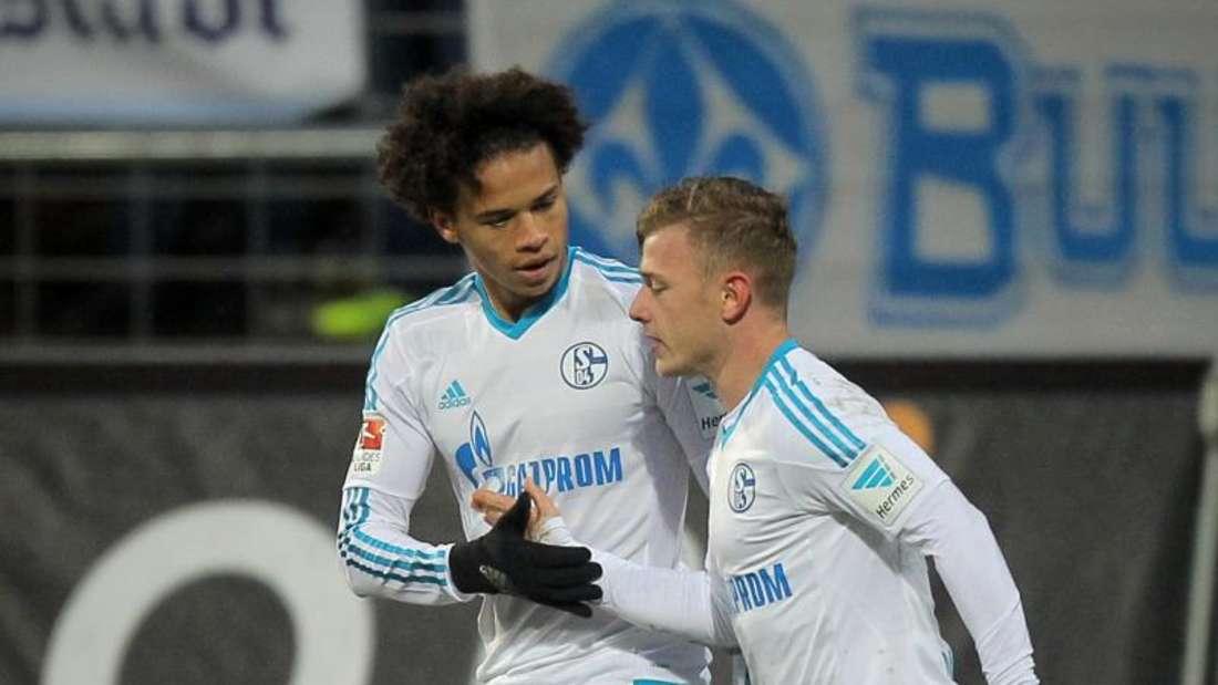 Leroy Sane (l) und Max Meyer schossen den FC Schalke 04 zum Auswärtssieg. Foto: Fredrik von Erichsen