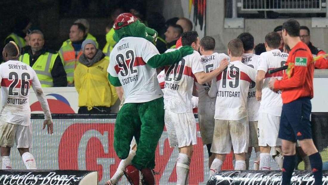 Der VfB Stuttgart setzt sich gegen den Hamburger SV in einem packenden Spiel mit 2:1 durch. Foto: Deniz Calagan