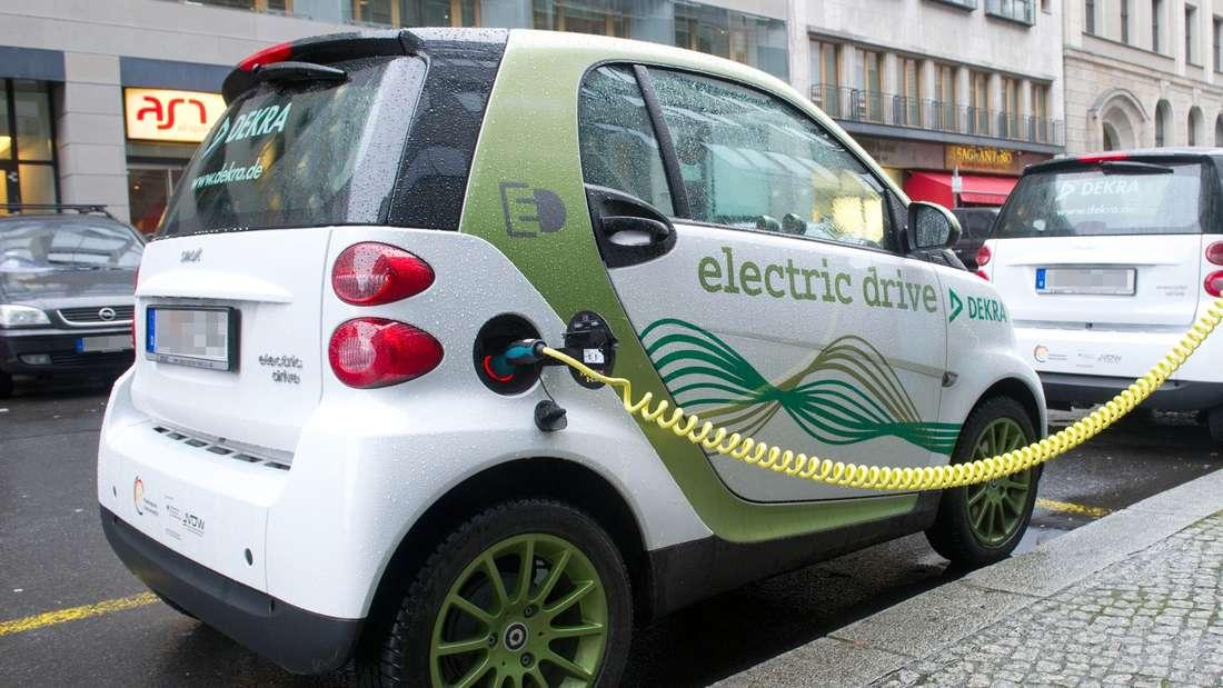 Die Bundesregierung hat Berichten über eine Einigung bei Prämien für Elektroautos widersprochen.