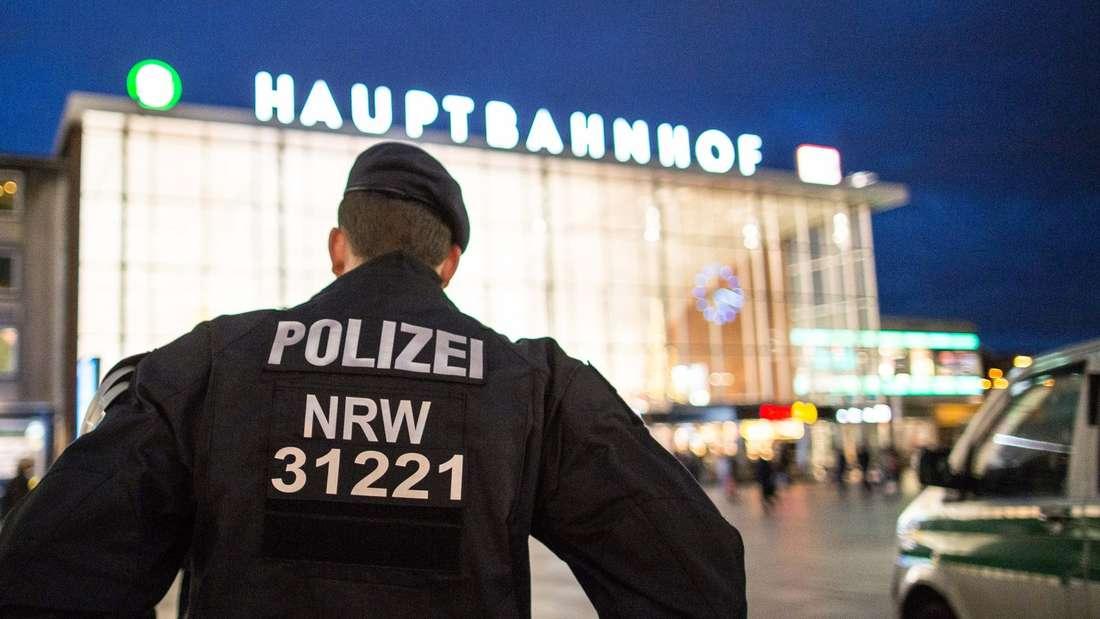 Auf dem Vorplatz des Kölner Hauptbahnhofs steht in Zukunft eine Anlaufstelle für Bürger.