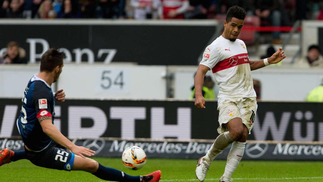 Fuflball: Bundesliga, VfB Stuttgart - TSG 1899 Hoffenheim: 25. Spieltag am 05.03.2016 in der Mercedes-Benz-Arena in Stuttgart. Der Stuttgarter Daniel Didavi (r) spielt gegen den Hoffenheimer Niklas S¸le.