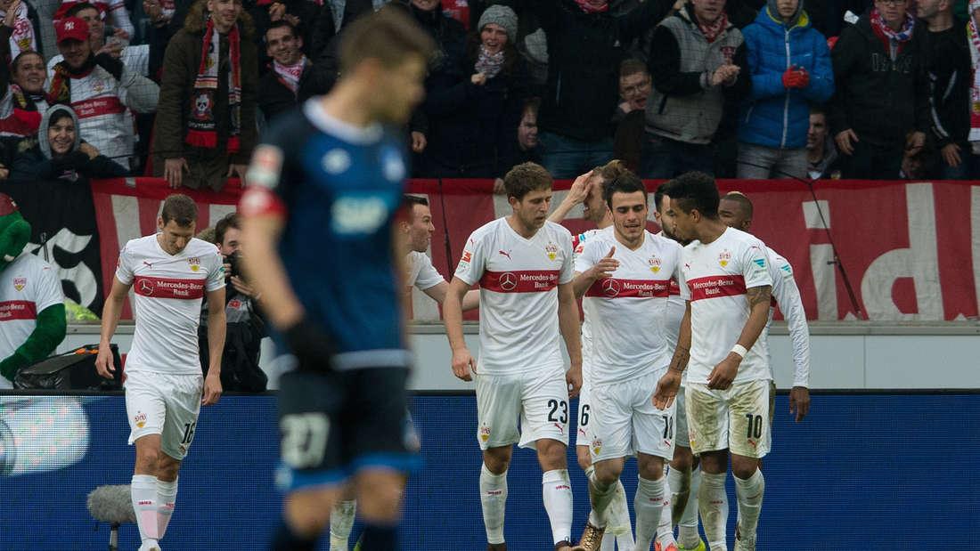 Fuflball: Bundesliga, VfB Stuttgart - TSG 1899 Hoffenheim: 25. Spieltag am 05.03.2016 in der Mercedes-Benz-Arena in Stuttgart. Der Stuttgarter Spieler jubeln nach dem Tor zum 3:0.