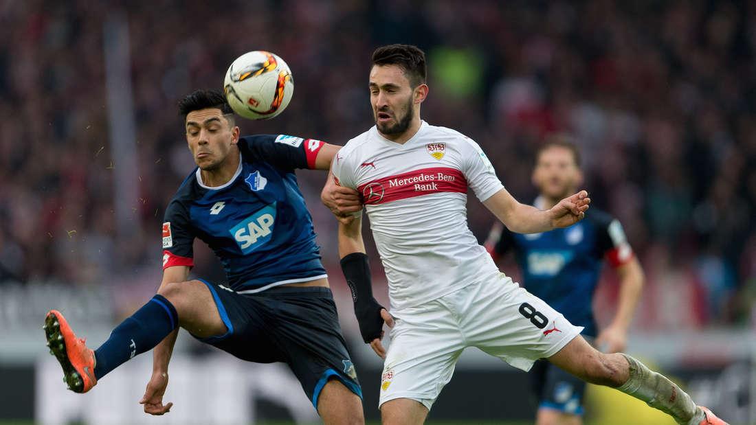 Fuflball: Bundesliga, VfB Stuttgart - TSG 1899 Hoffenheim: 25. Spieltag am 05.03.2016 in der Mercedes-Benz-Arena in Stuttgart. Der Stuttgarter Lukas Rupp (r) spielt gegen den Hoffenheimer Nadiem Amiri.