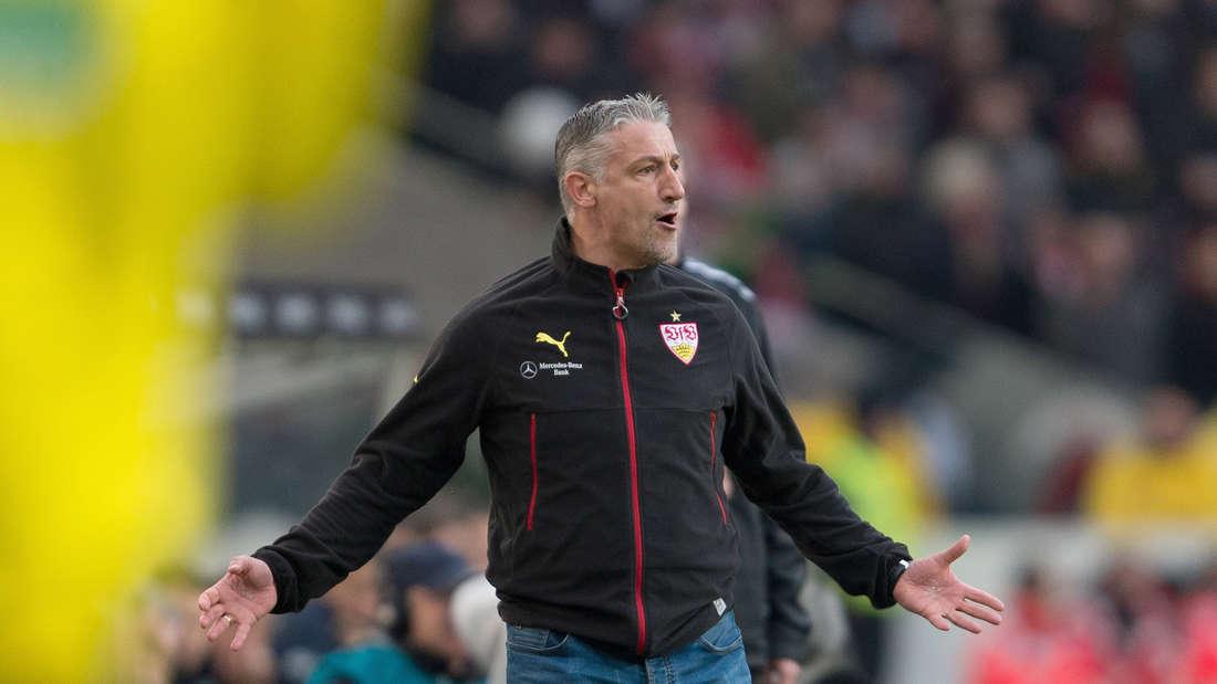Fu§ball: Bundesliga, VfB Stuttgart - TSG 1899 Hoffenheim: 25. Spieltag am 05.03.2016 in der Mercedes-Benz-Arena in Stuttgart. Der Stuttgarter Trainer JŸrgen Kramny wŠhrend dem Spiel.