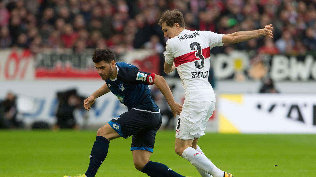 Fuflball: Bundesliga, VfB Stuttgart - TSG 1899 Hoffenheim: 25. Spieltag am 05.03.2016 in der Mercedes-Benz-Arena in Stuttgart. Der Stuttgarter Daniel Schwaab (r) spielt gegen den Hoffenheimer Kevin Volland.