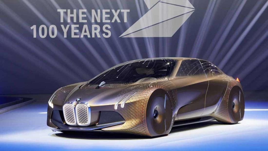 """Vorstandschef Harald Krüger stellte am Montag in München das Visionsfahrzeug """"BMW Vision Next 100"""" vor."""