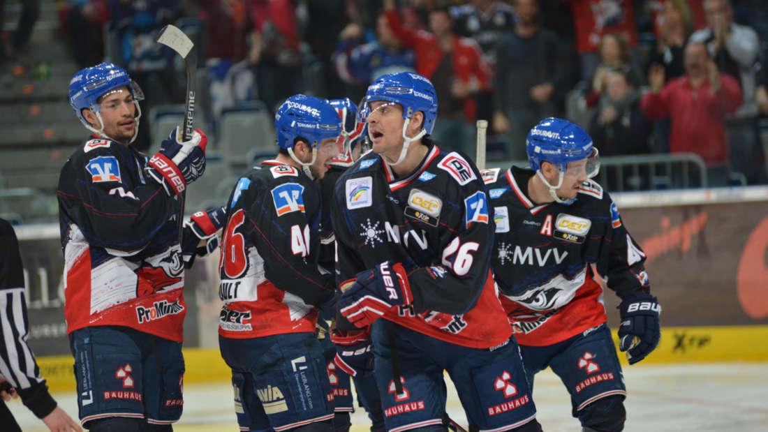 Die Adler Mannheim bezwingen die Kölner Haie und erzwingen Spiel drei.