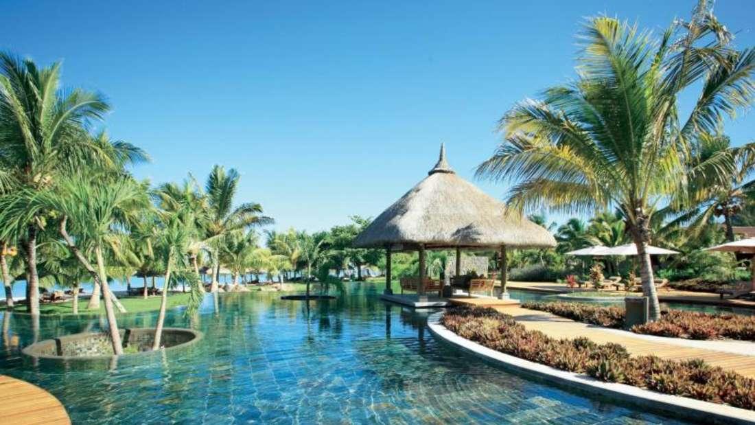 Luxusurlaub lässt sich auf verschiedene Arten machen - ein Aufenthalt in einem tropischen Resort wie hier auf Mauritius ist eine Variante.