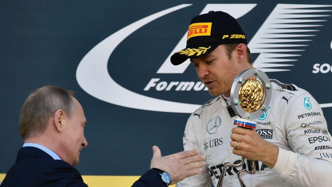 Auf dem Siegerpodest gab es für Nico Rosberg dann noch ein Shakehand mit Russlands Präsident Wladimir Putin.