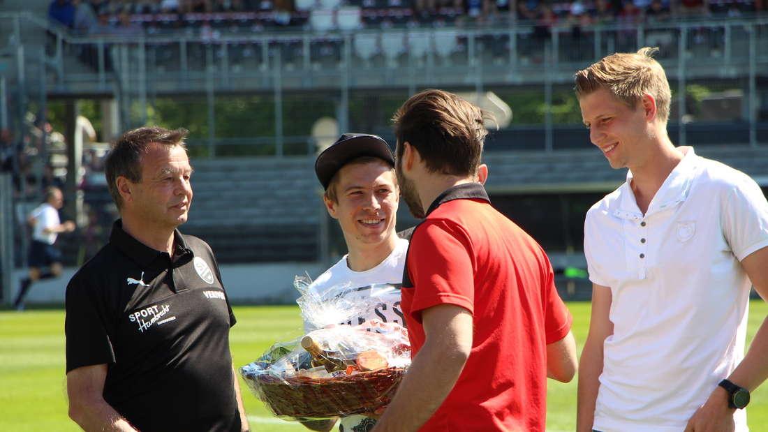 Der SV Sandhausen verabschiedet Dominik Stolz, Aziz Bouhaddouz, Jakub Kosecki und Aziz Bouhaddouz.