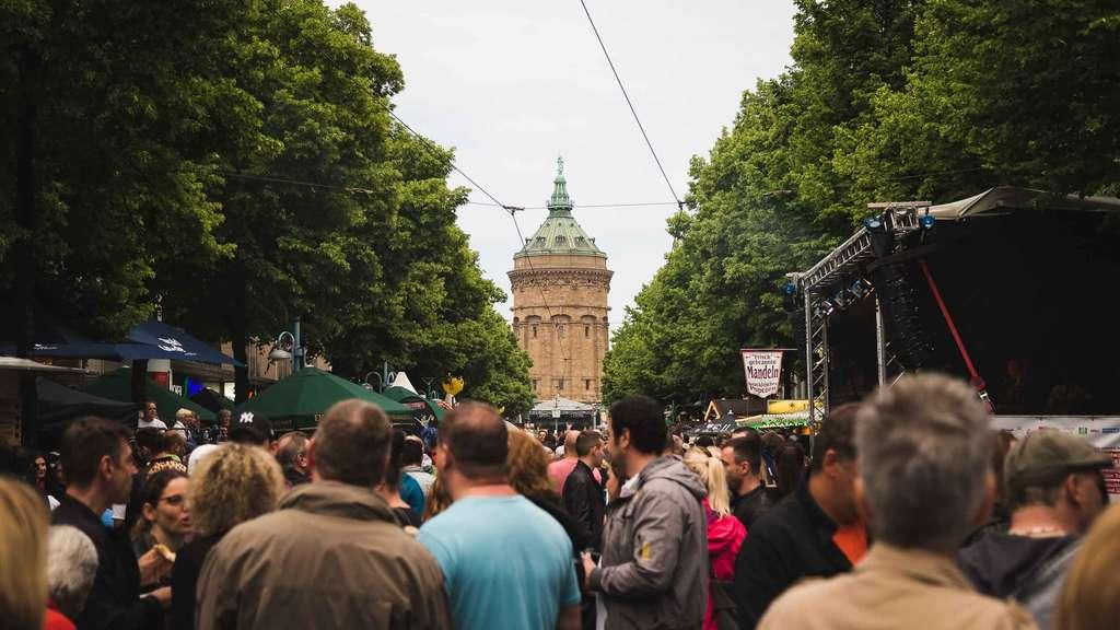 Mannheim Party Heute : mannheim mega party auf den planken mannheimer stadtfest 28 mai 2016 mannheim ~ Orissabook.com Haus und Dekorationen