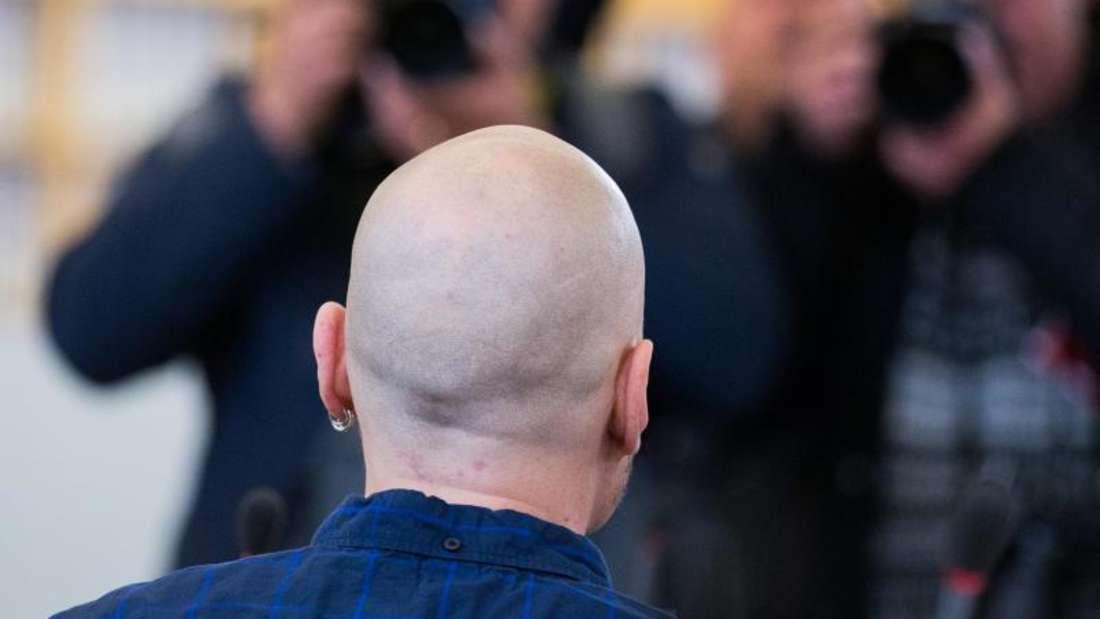 Frank S. hatte in Bonn der rechten Szene angehört und wegen einer Reihe überwiegend rechtsradikal motivierter Gewalttaten drei Jahre im Gefängnis gesessen.