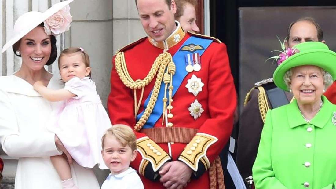 Prinz George und Prinzessin Charlotte mit Eltern und Großmutter.