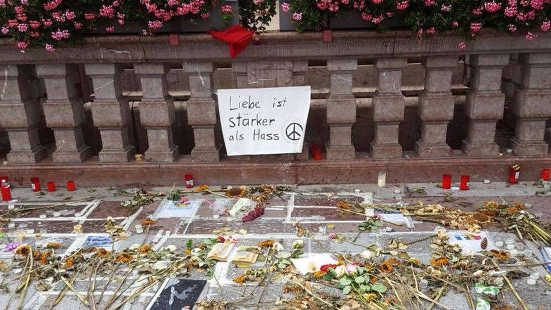 München trauert um die Opfer des Amoklaufs vor der Frauenkirche.