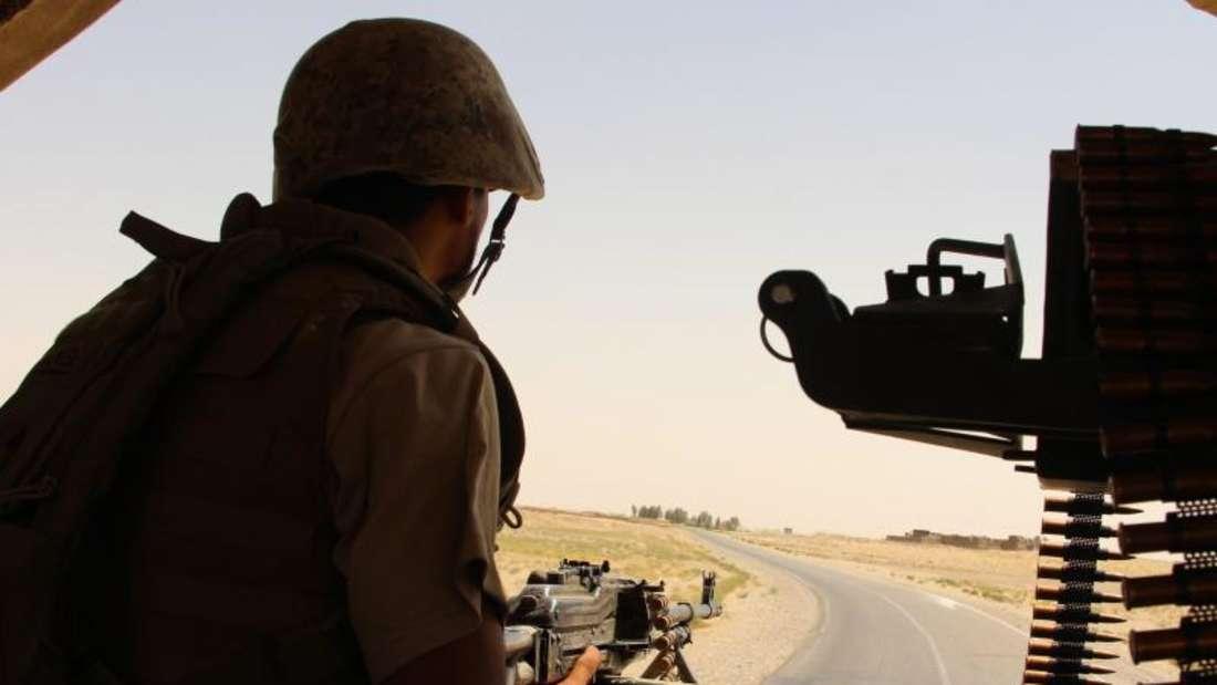 Afghanische Regierungstruppen haben die Kontrolle über das Zentrum des Bezirks Chanischin im Süden des Landes zurückerobert. Der dünn besiedelte, ländliche Bezirk war in den vergangenen Monaten bereits zwei Mal in der Gewalt der Taliban. Foto: Watan Yar