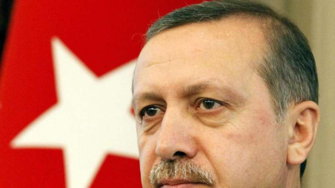 Der türkische Präsident Erdogan hat nach dem Putschversuch einen 90-tägigen Ausnahmezustand verhängt. Seit Tagen läuft eine «Säuberungswelle» in Militär, Medien und Justiz. Er strebt außerdem eine Verfassungsänderung an. Foto:Umit Bektas/Archiv