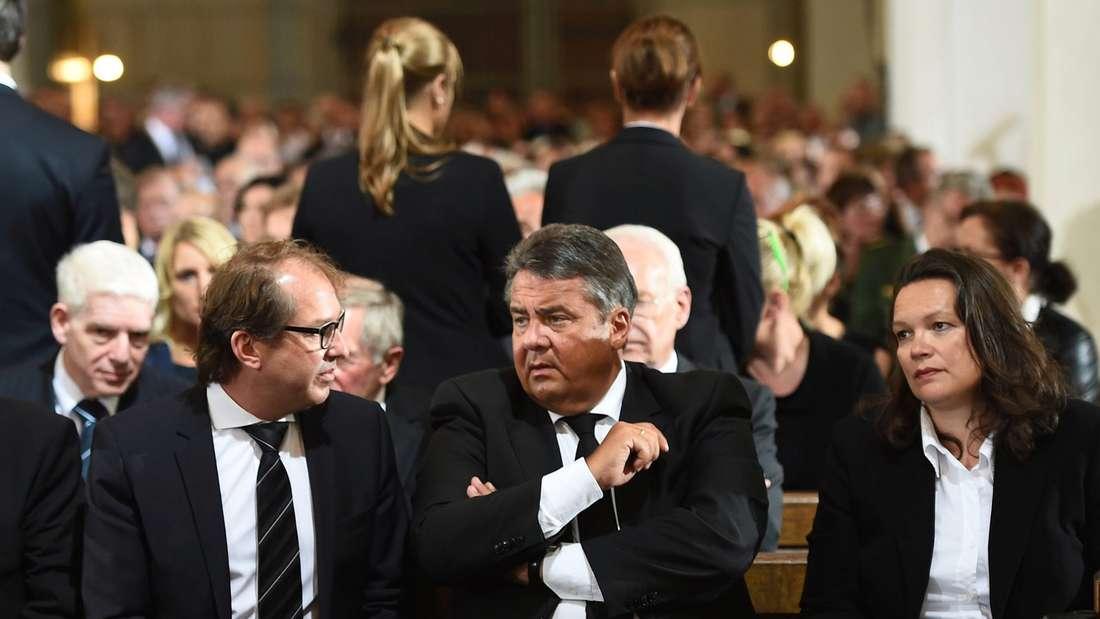 VerkehrsministerAlexander Dobrindt, Vizekanzler Sigmar Gabriel und ArbeitsministerinAndrea Nahles.