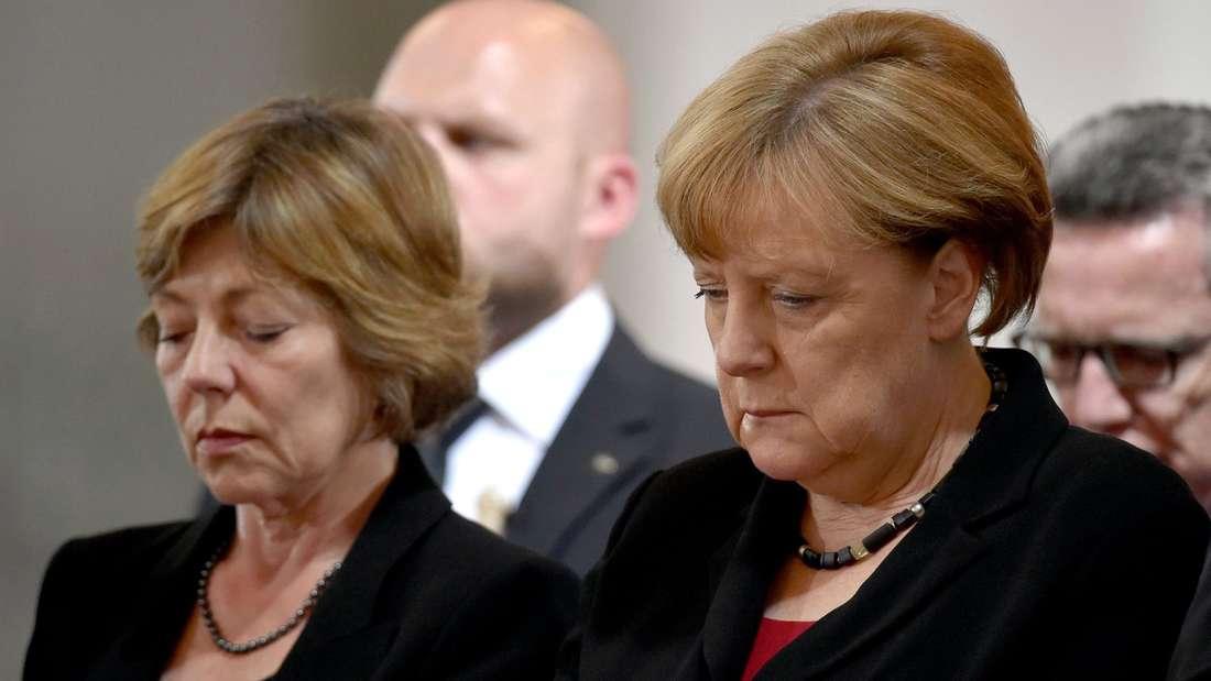 Gaucks Lebensgefährtin Daniela Schadt und Bundeskanzlerin Angela Merkel.