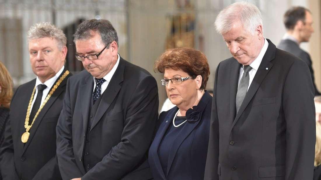 Münchens Oberbürgermeister Dieter Reiter, Pter Küspert, Präsident des Bayerischen Verfassungsgerichtshofes, Landtagspräsidentin Barbara Stamm undMinisterpräsident.