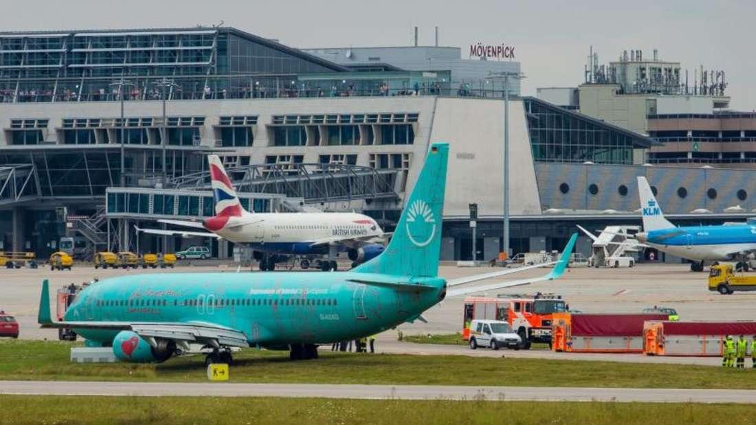 Die Boeing 737-800 der Fluggesellschaft Sunexpress war bei der Landung von der Landebahn abgekommen. Foto: Christoph Schmidt