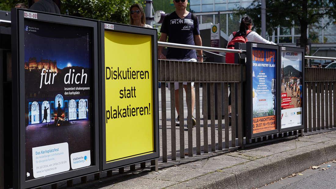 """Die 30 Gewinnermotive des Plakatwettbewerbs """"Mut zur Wut"""" sind wieder im ganzen Heidelberger Stadtgebiet ausgestellt."""