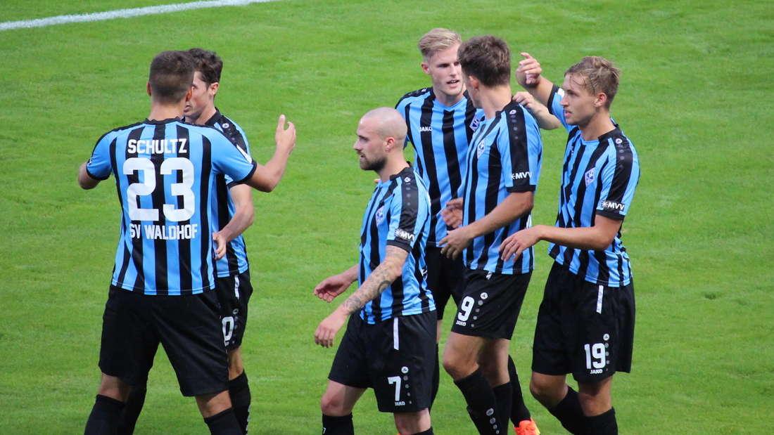 SV Waldhof gewinnt Spitzenspiel gegen die SV Elversberg.