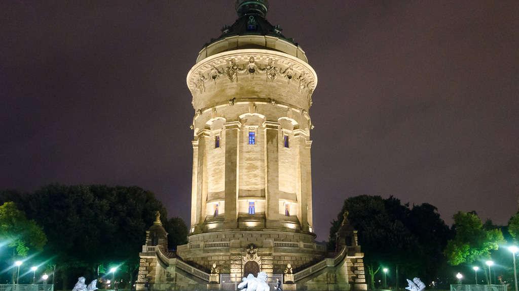 Mannheim-Oststadt: Wasserturm im neuen Licht: MVV installiert ...