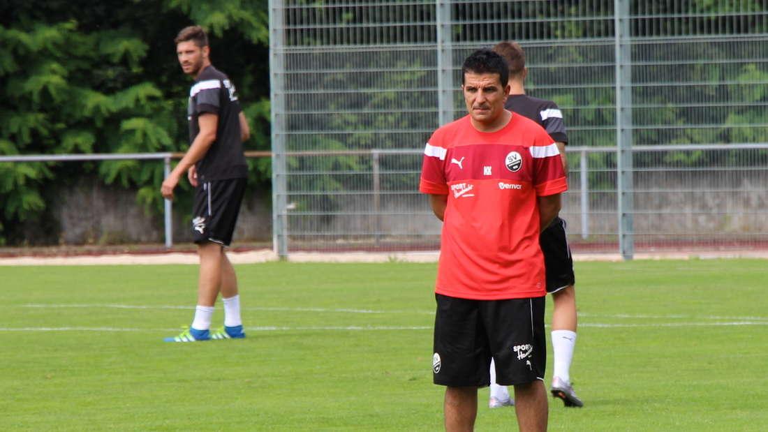 Kenan Kocak will mit seiner Mannschaft den zweiten Saisonsieg einfahren.