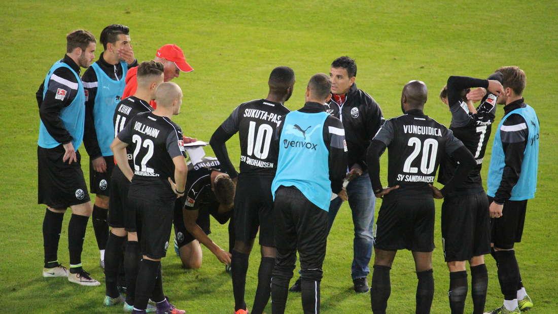Kenan Kocak will mit seiner Mannschaft den nächsten Sieg einfahren.