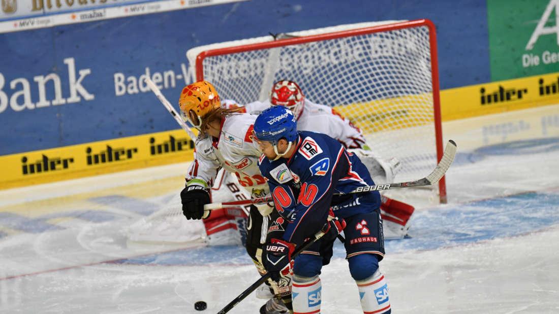 Adler Mannheim gewinnen gegen die Fischtown Pinguins Bremerhaven.