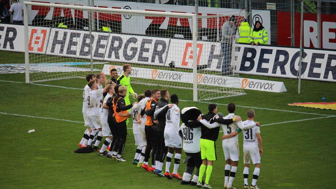 Ob die Kocak-Truppe auch nach dem Hit gegen Schalke 04 was zu feiern hat?