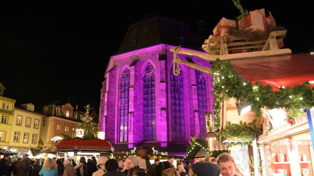 """Zum dritten Mal findet der """"PINK MONDAY Heidelberg"""" im Rahmen des Heidelberger Weihnachtsmarktes auf dem Marktplatz statt."""