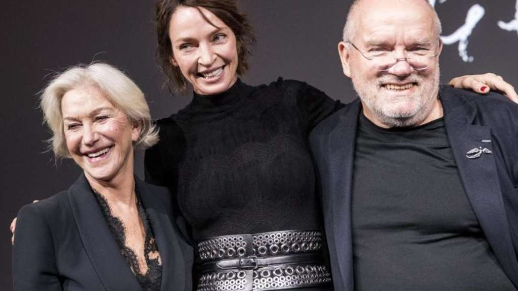 Uma Thurman (m.) mit Helen Mirren (l.) und Peter Lindbergh in Paris. Foto: Etienne Laurent