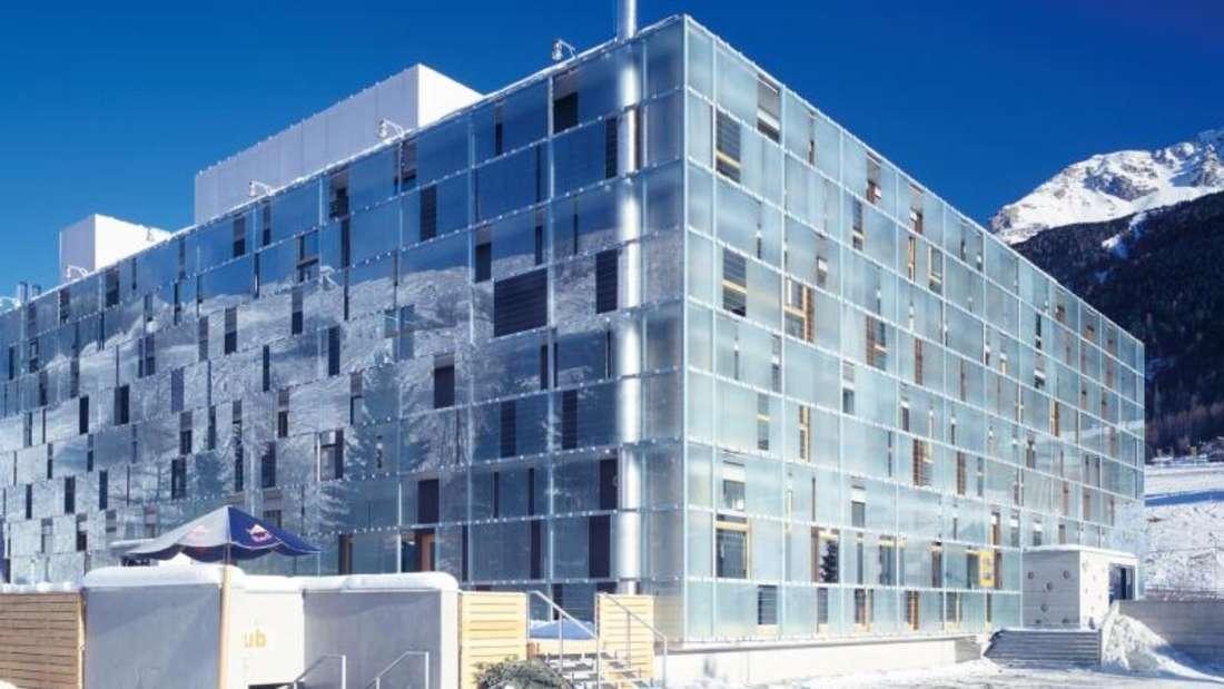 Das moderne Hotel «Cube» liegt nur einen Kilometer vom Skigebiet Savognin entfernt - und ist dennoch erschwinglich. Foto: The Cube Hotels GmbH