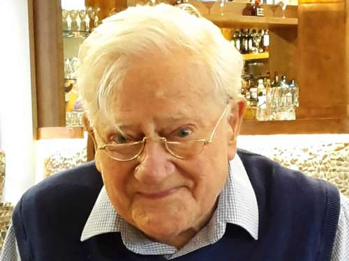 """Unten am Fluß""-Autor Richard Adams (96) tot"