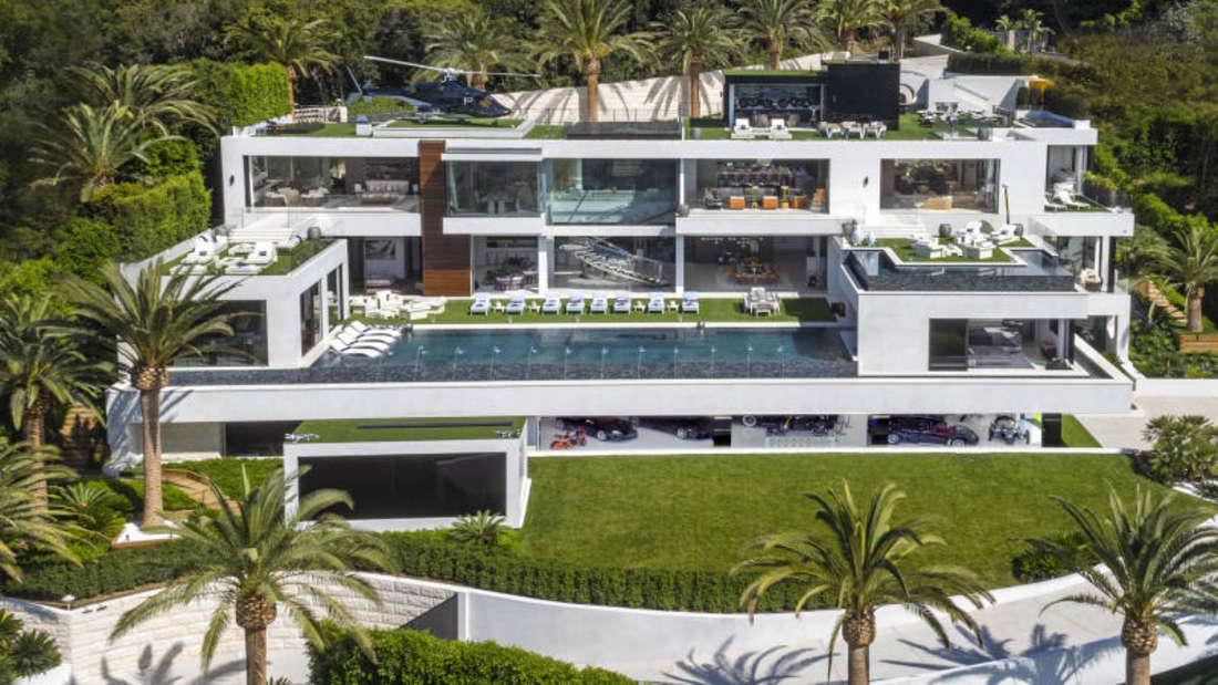 Bauherr Bruce Makowsky sucht für seine Traumvilla mit Helikopter, Fuhrpark und eigenem Spa einen Besitzer.