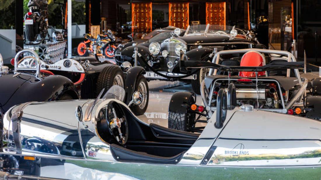 In der Garage stehen Luxusautos im Wert von 30 Millionen Dollar bereit.