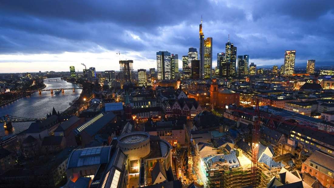 In Frankfurt (Hessen) haben Menschen durchschnittlich 45.5 Quadratmeter Platz zum Wohnen.