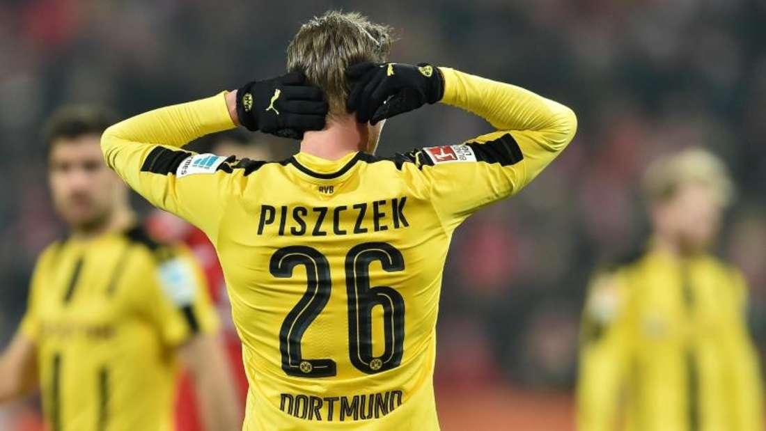 Die Körpersprache von Lukasz Piszczek sagt viel über die Gefühlslage bei Borussia Dortmund. Foto: Torsten Sil7