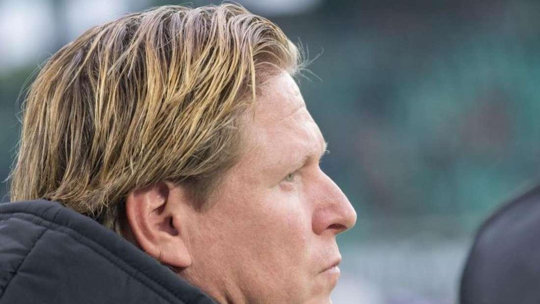 Aber nur nach außen, denn innerlich kocht HSV-Trainer Markus Gisdol ob der schlechten Leistung seines Teams. Foto: Peter Steffen