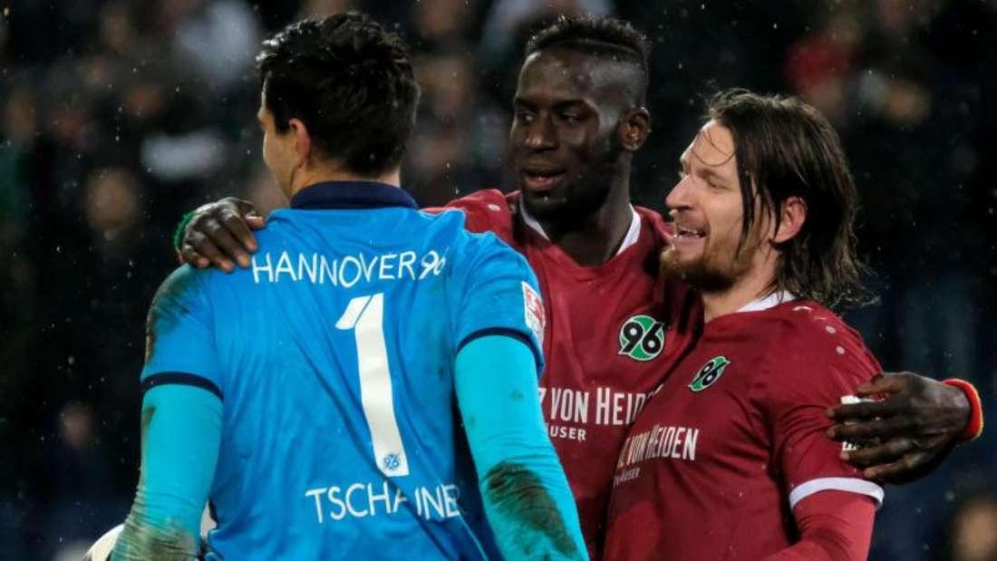 Hannover 96 setzt sich gegen den 1. FC Kaiserslautern mit 1:0 durch. Foto: Peter Steffen