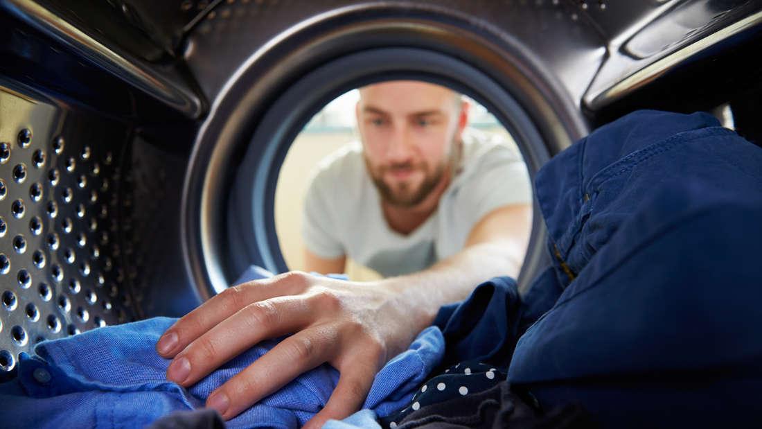 Mit diesen Tricks wird die Wäsche richtig sauber.