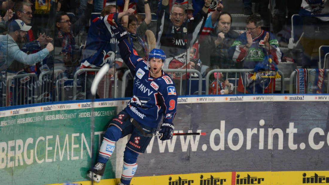 DEL-Viertelfinale: Adler Mannheim gewinnen Spiel Spiel drei gegen Eisbären Berlin.
