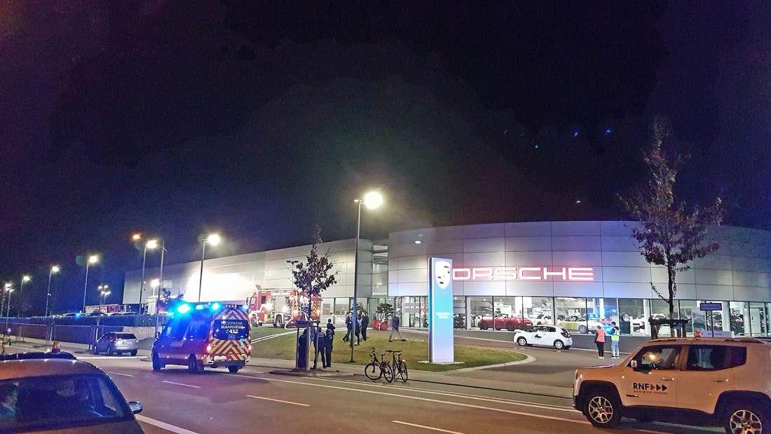 Porsche gerät im Porschezentrum Mannheim in Brand und verursach hohen Sachschaden.