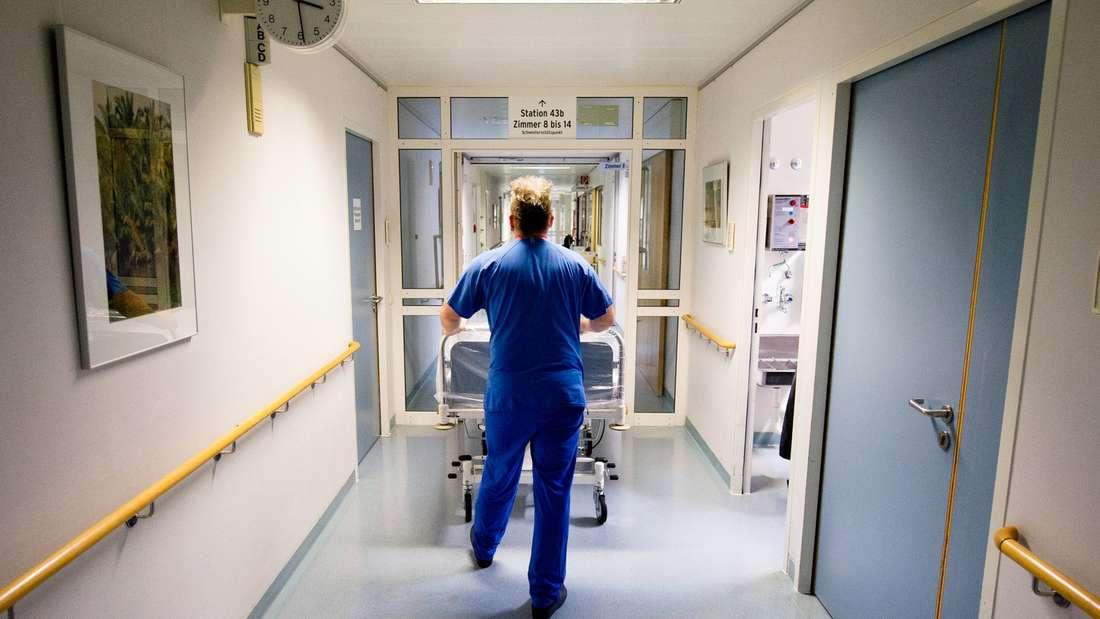 Platz 3: Kein einfacher Job - aber dafür begeben sich die Deutschen gerne in die Arme von Krankenpflegern und Krankenschwestern.