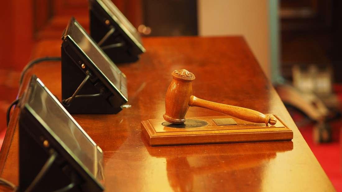Platz 14: Sie entscheiden, was Recht ist - und was nicht. Richter werden in Deutschland respektiert.