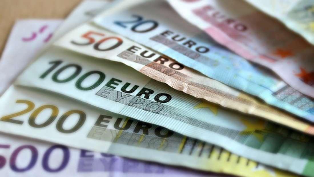 Die erste Gehaltsverhandlung im neuen Job ist besonders wichtig. Mit diesen fünf Tipps bekommen Sie mehr Geld.
