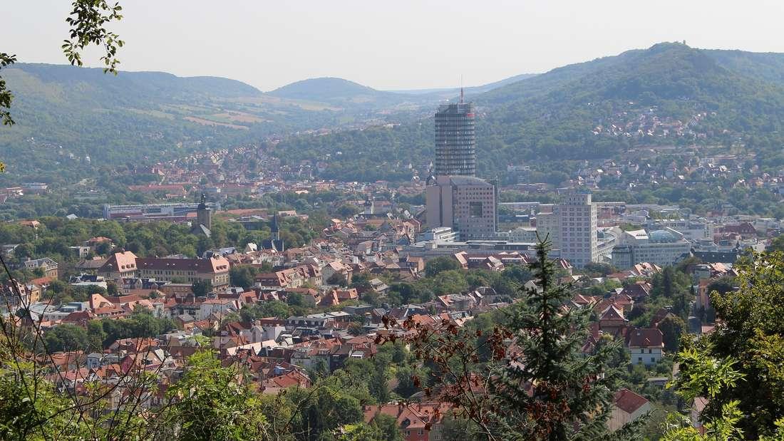 Jena ist nach Erfurt die zweitgrößte Stadt Thüringens und hat für Touristen einiges zu bieten.